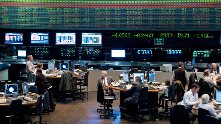 Al comprar bonos y acciones nominadas en pesos y en dólares en la Bolsa de Comercio se puede acceder al dólar billete