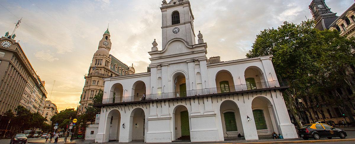 Los hechos de la Revolución de Mayo tuvieron lugar dentro de lo que todavía es el Cabildo de Buenos Aires