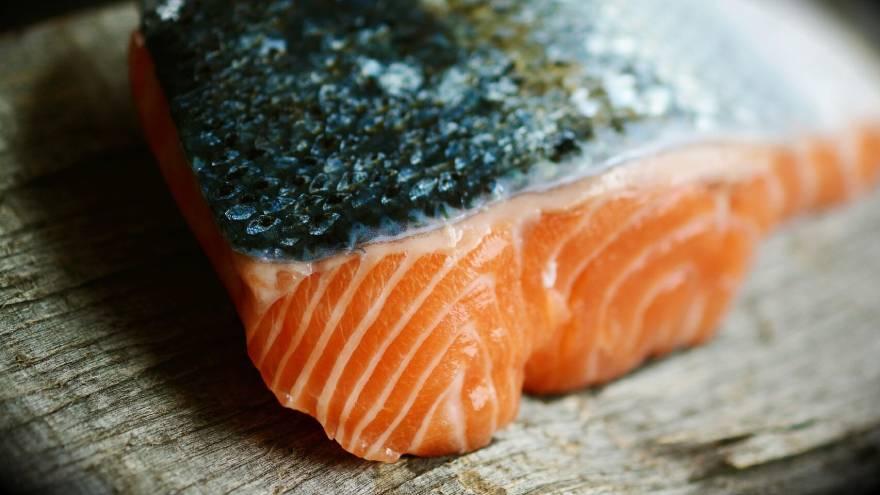 El salmón es necesario en la dieta si se quieren fortalecer los músculos