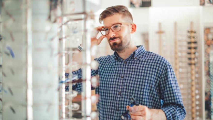 Las ópticas pueden atender pacientes con turno