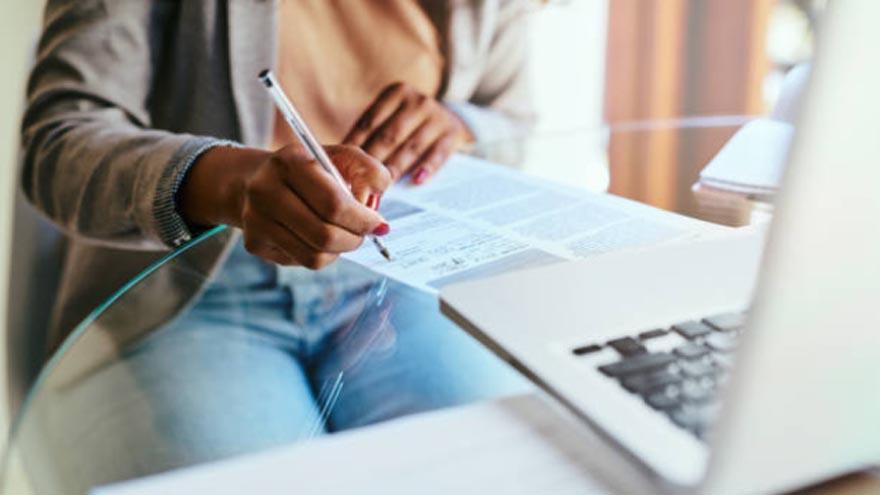 Algunos trabajos se pueden hacer desde casa con una computadora e Internet como herramientas  principales