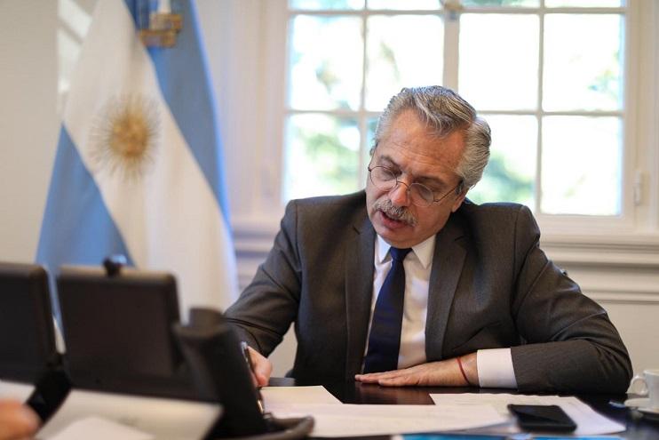 Alberto Fernández y su equipo de colaboradores más cercanos analizan los datos de un informe secreto inquietante