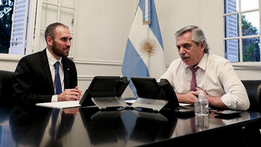 Alberto Fernández está presionado por los cuestionamientos a Guzmán, pero lo respaldó al ratificar que irán juntos a Europa.