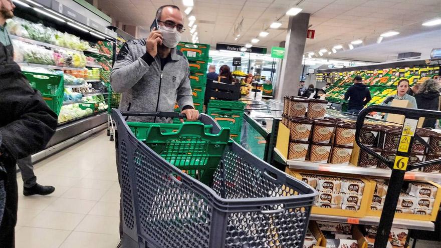 Los comercios pyme sostienen que los supermercados encarnan una competencia