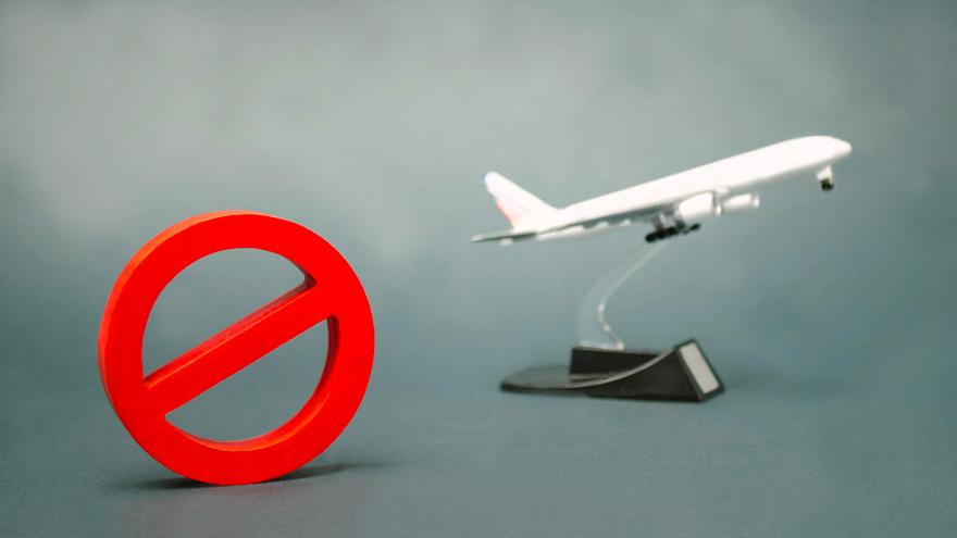 Las nuevas restricciones impuestas al dólar oficial podrían acentuar la retirada de compañías aéreas.