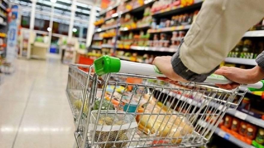 El Gobierno aumentó la asistencia con alimentos en los comedores escolares.