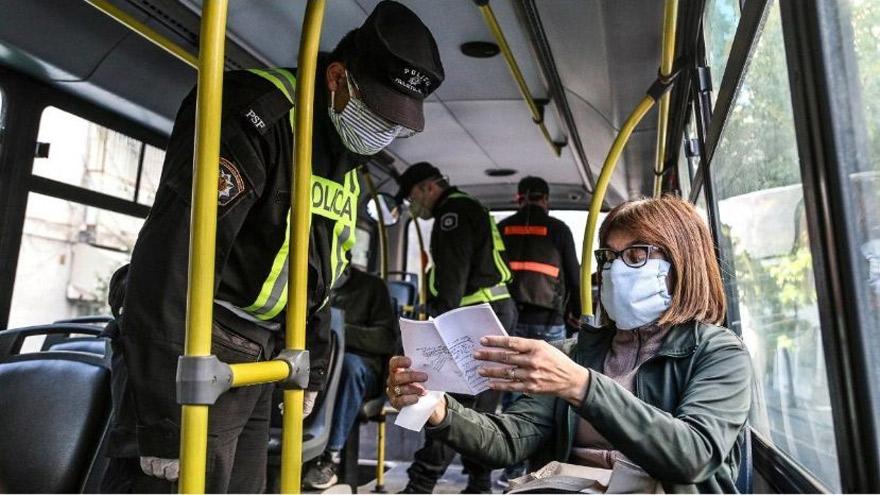 Se busca reducir la circulación de personas en el transporte público