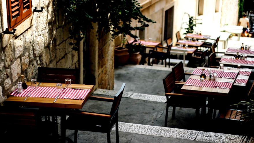 Según entidades del sector, cerca de 3.200 restaurantes no volverán a abrir sus puertas
