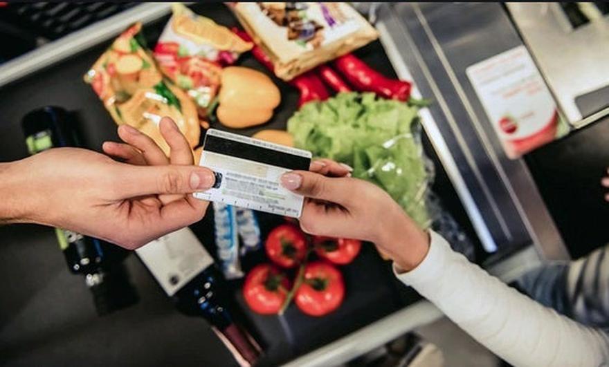 La tarjeta Alimentar fue creada para realizar compras de alimentos.