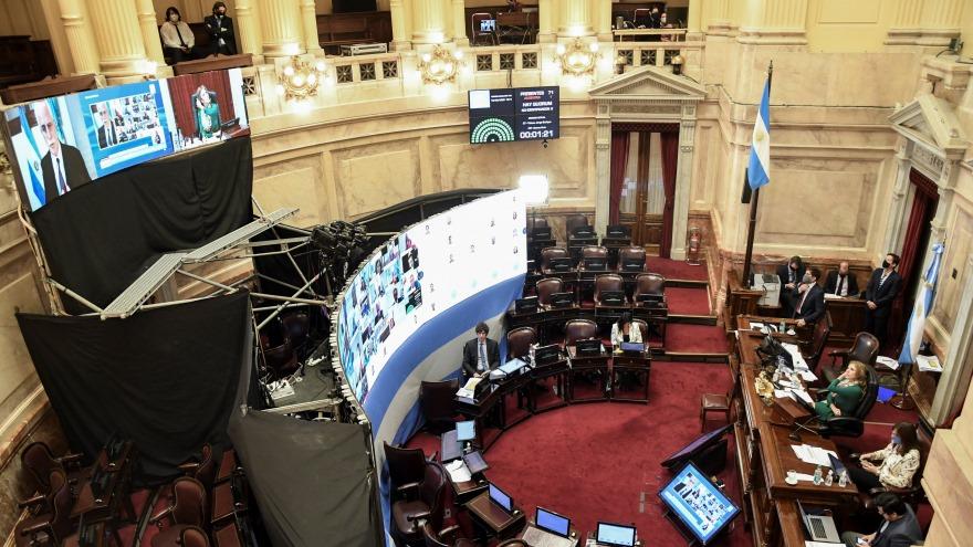 los 71 senadores pudieron votar sin problemas y alrededor de 26 pudieron hacer uso de la palabra.