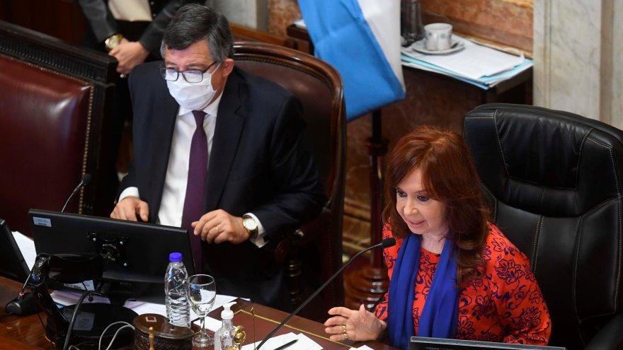 La vicepresidenta y presidenta del Senado, Cristina Fernández de Kirchner, dejó abierta esta tarde la primera sesión de carácter remoto en la historia parlamentaria argentina