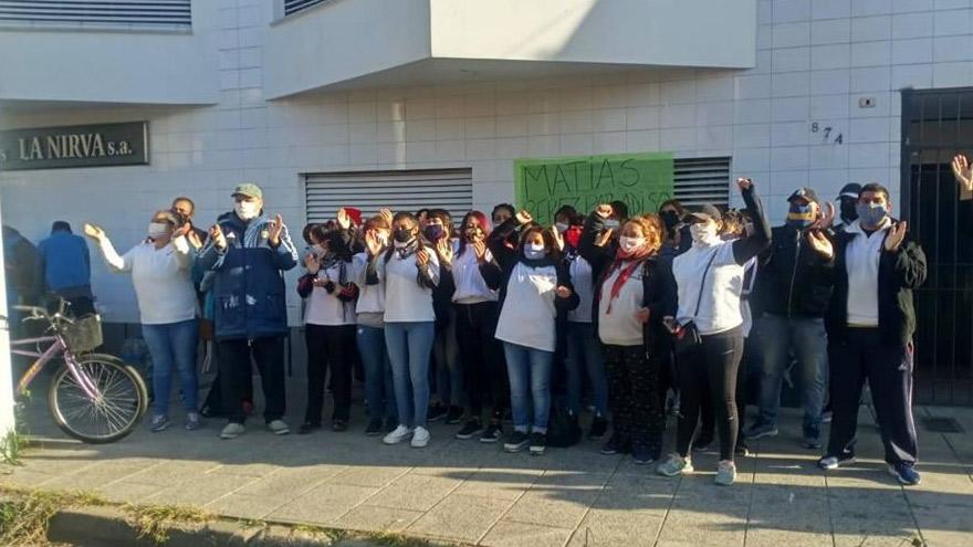Protesta de empleados de La Nirva. Fueron desalojados por la policía bonaerense.