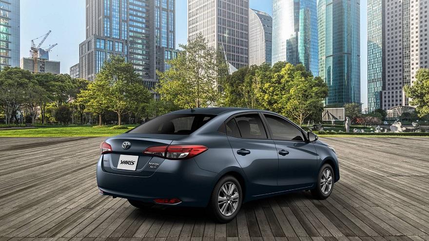 Toyota Yaris en su vista de atrás.
