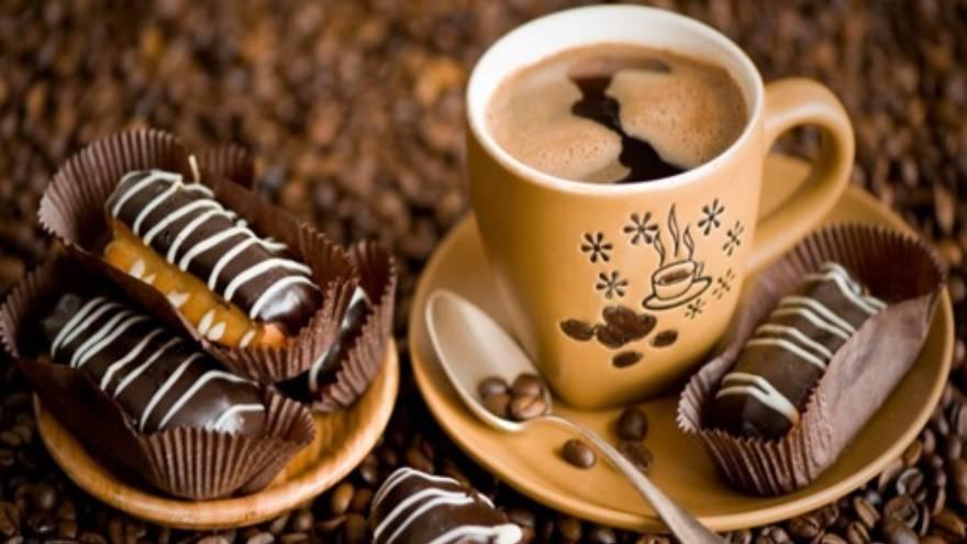 El gusto del chocolate se puede ver alterado cuando se come con café
