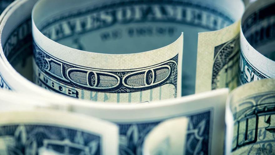 El precio del dólar blue pegó un salto hace dos meses y se despegó del oficial