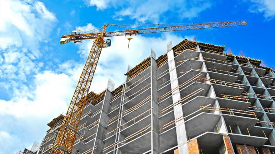 Los trabajadores de la construcción tienen un régimen especial para cobrar el bono para desempleados de ANSES