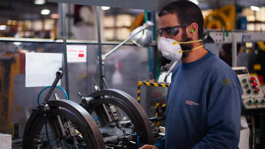 Quiénes son los trabajadores esenciales que siguen prestando tareas en cuarentena