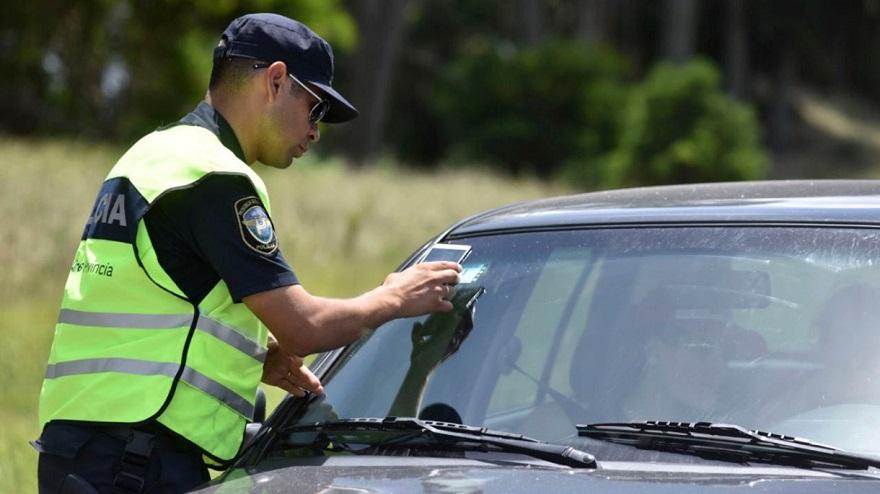 Todo vehículo debe tener la verificación policial para circular.