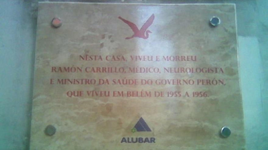 Placa frente a la casa de Ramón Carrillo.