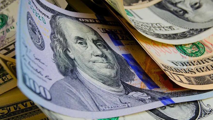 Las nuevas restricciones impulsaron la cotización del dólar blue, que llegó a $125 este viernes.