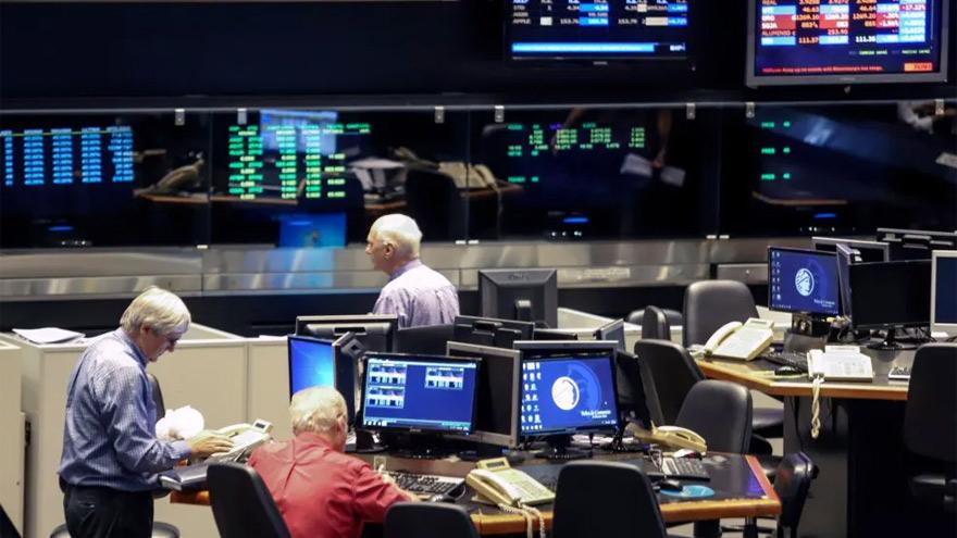 Al volcar bonos al mercado financiero, el BCRA espera influir en el precio del