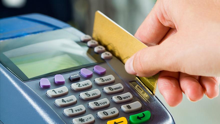 Comisiones de tarjetas: proponen rebaja para plásticos de crédito y débito.