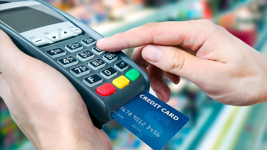 El consumo mediante tarjeta de crédito cayó notablemente en abril