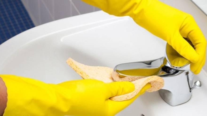 La desinfección de superficies es una de las recomendaciones para combatir el coronavirus