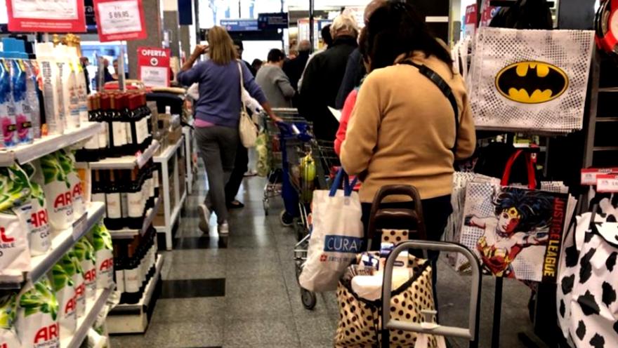 Los supermercados ampliaron su oferta de productos y comenzaron a ofrecer bazar, indumentaria e incluso calzado.