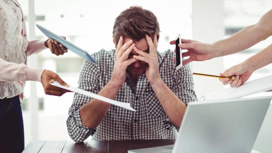 El estrés es uno de los trastornos que puede afectar la salud en el trabajo