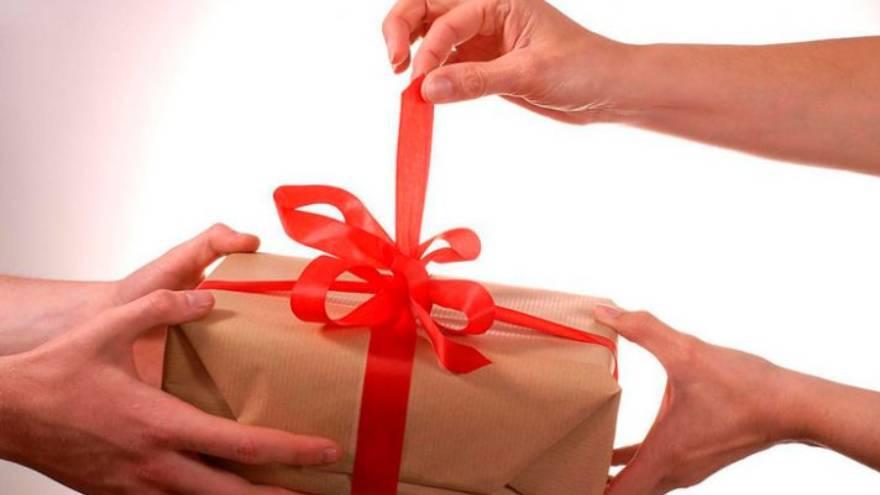 Los regalos del día del padre se pueden enviar a través de mensajería o de transporte