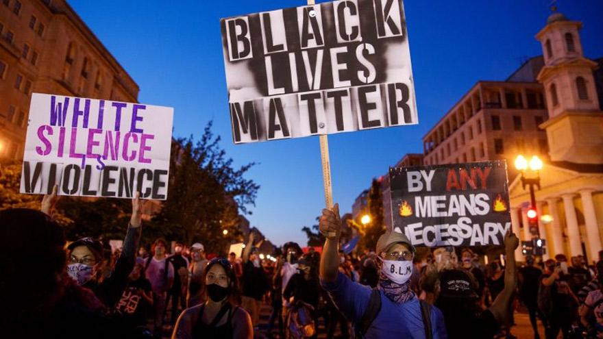 Protestas contra el racismo se produjeron a la par de saqueos y disturbios.