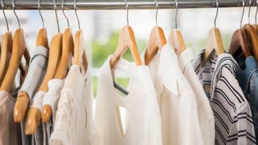Depende de la textura de la ropa es el tiempo que durará el coronavirus y podrá contagiar.