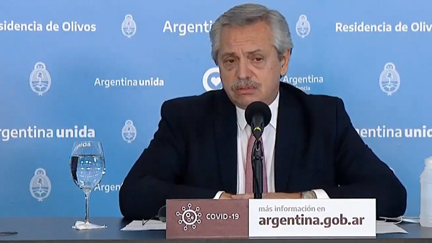 Fernández dijo que volverán las clases en el interior, aunque con cuidados especiales.