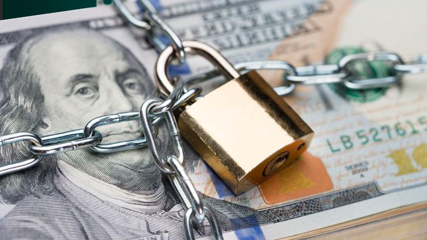 El Gobierno busca frenar la sangría de reservas con nuevas restricciones al dólar ahorro.