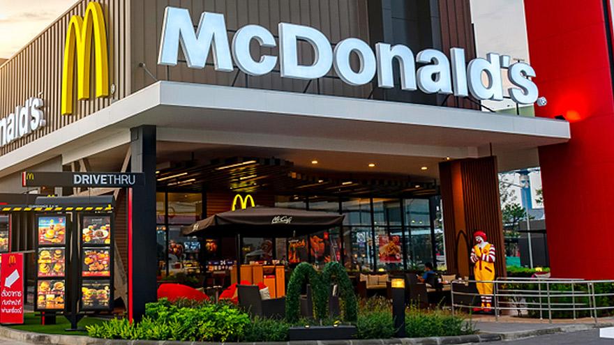 Empleados de varios países culpan a McDonald's por permitir el acoso.