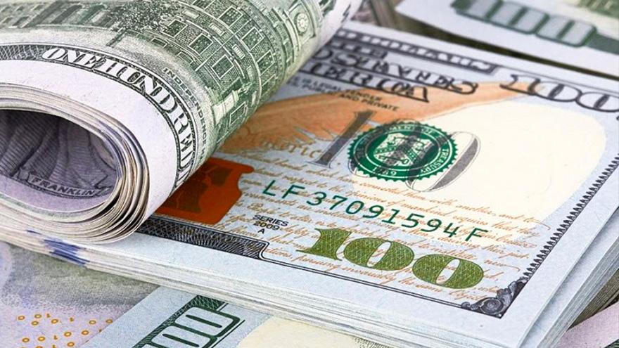 Varios economistas esperan una aceleración de la devaluación del peso frente al dólar para fin de año