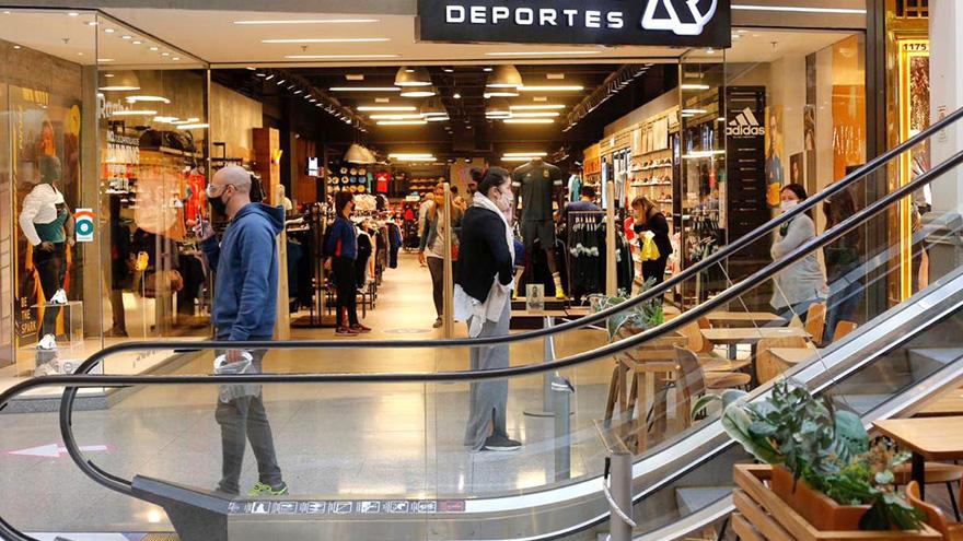 En Córdoba, Santa Fe, Mendoza y Salta los centros comerciales volvieron a la actividad con rigurosas medidas sanitarias.