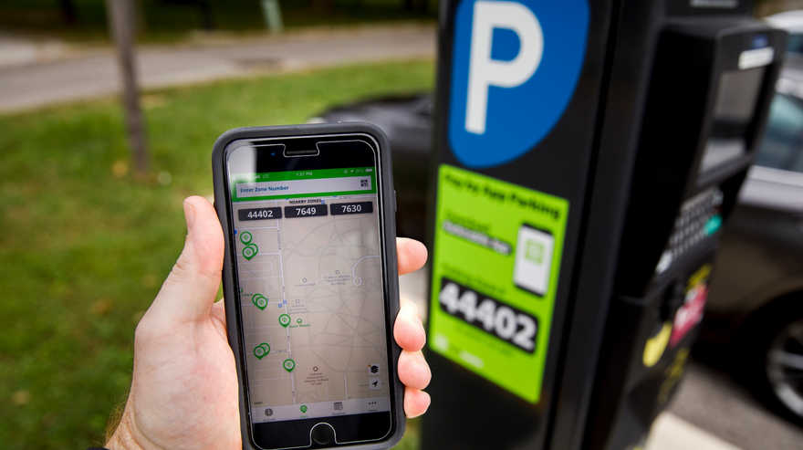 Estacionamiento medido y pagos mediante apps: ya funciona en muchos municipios del país.