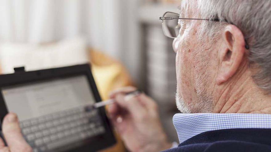 El programa está destinado a adultos mayores y a beneficiarios de programas sociales