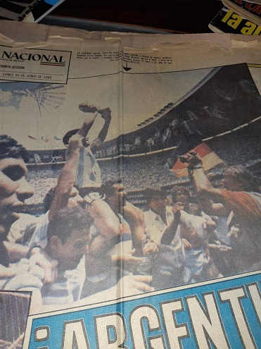 La imagen de Maradona en andas del