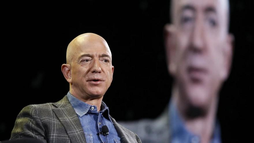 Jeff Bezos, fundador de Amazon, es por tercer año consecutivo el hombre más rico del mundo según Forbes