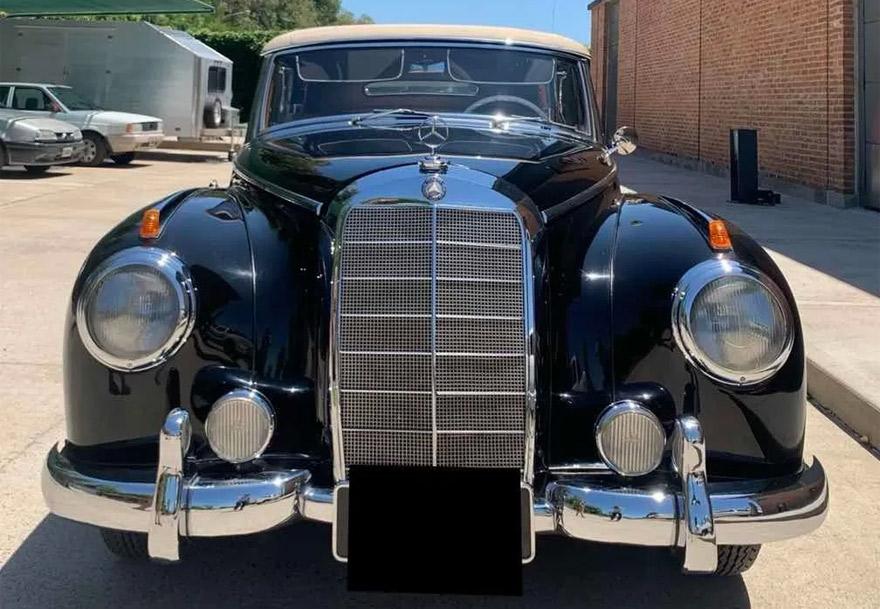 Mercedes Benz: la clásica parrila de la marca alemana en los años 50.
