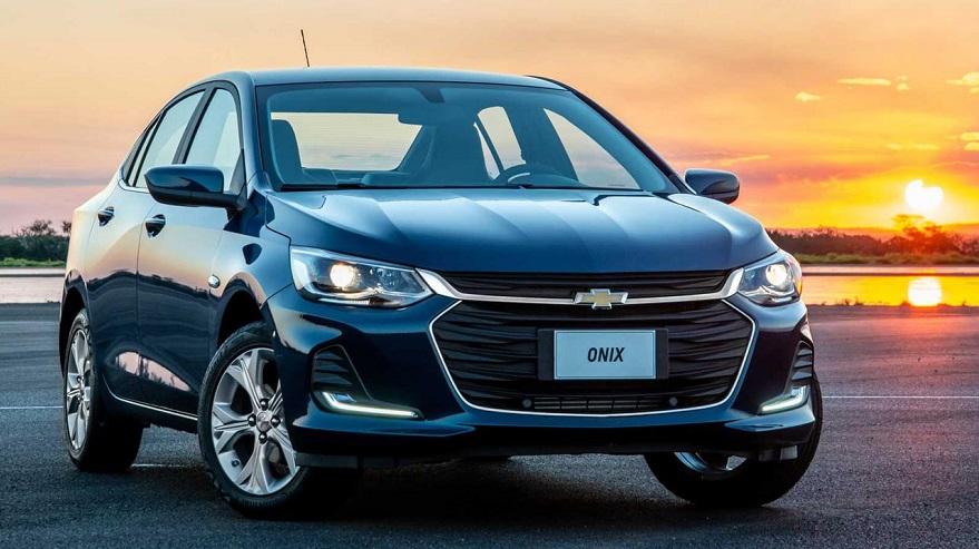 Chevrolet Onix, completa el podio de los más vendidos.