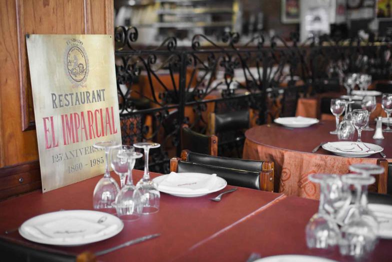 El retorno de la gastronomía será con mesas y sillas en el exterior y sin servicio de mozos.