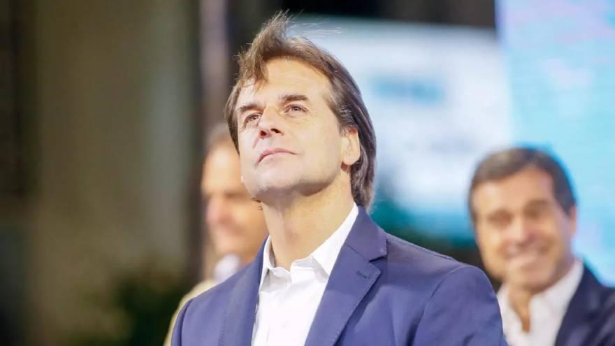 El presidente uruguayo, Luis Lacalle Pou, busca atraer a argentinos de alto poder adquisitivo