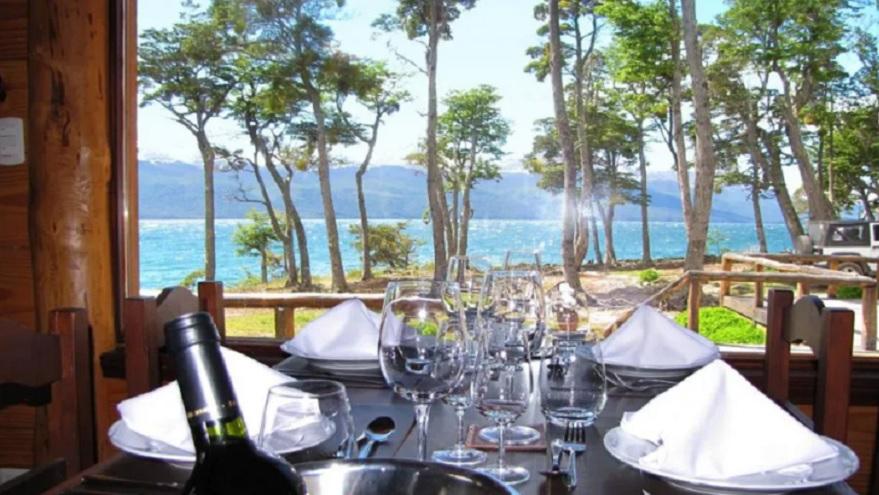 Vista al lago Fagnano desde el hotel Sur 54 Lodge