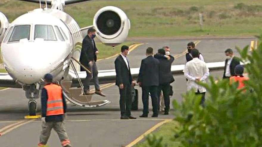 Viajero en cuarentena: el vuelo de Macri a Paraguay generó controversia.