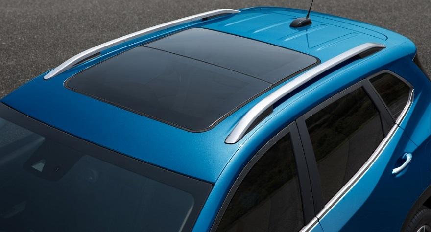 Chevrolet Tracker, con techo panorámico.