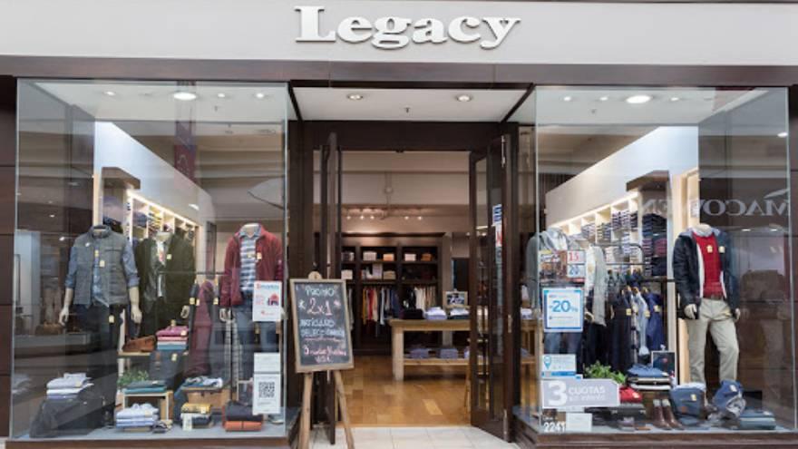La empresa que fabrica ropa para Legacy debe seis meses de salarios